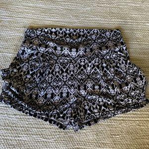 Valia Women shorts with pockets.
